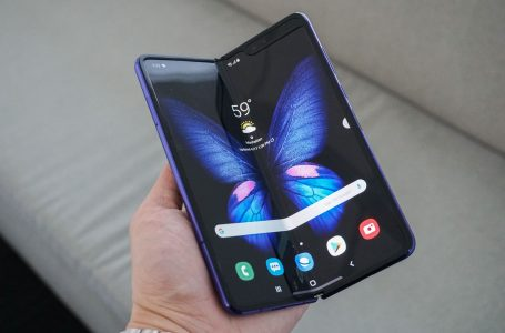 Galaxy Fold Samples Have Defects, Samsung Postpones Release Event